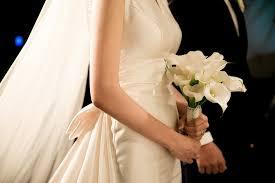 para idąca do ślubu