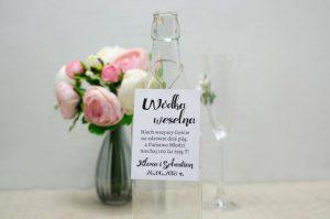 zawieszka na butelkę od wódki weselnej